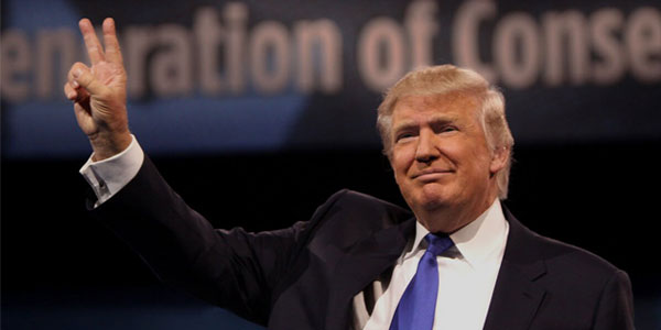 Donald Trump gives the peace sign