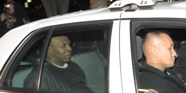 Mike Tyson, Arrested, beating up photographer