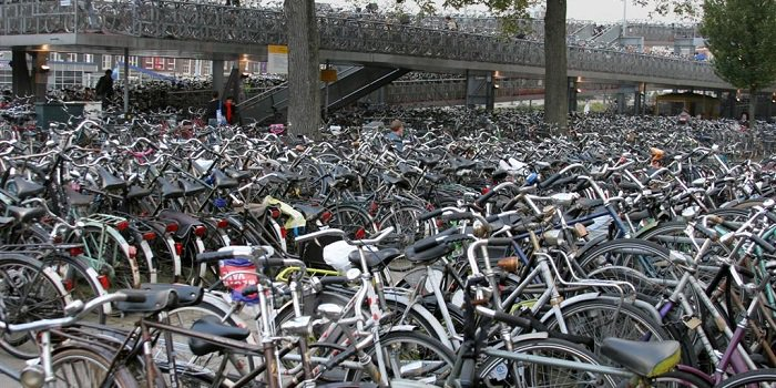 Bike parking, Commuting