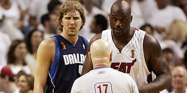 Dirk Nowitzki Shaquille O'Neal looking at referee