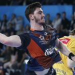 Who will enter the 1/4 final of EHF Champions league?