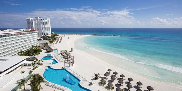 Wikimedia Cancun Beach