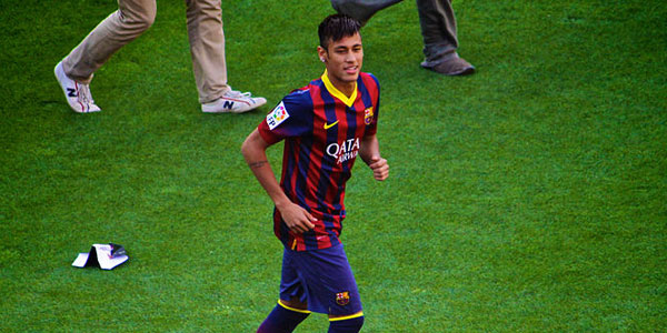 Neymar Staying Put at PSG, for Now