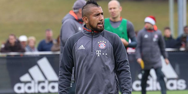 Arturo Vidal signs for Barcelona