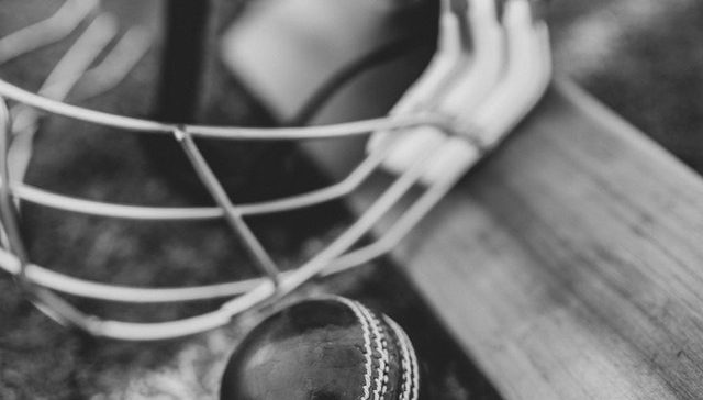 How To Play Cricket - Equipment