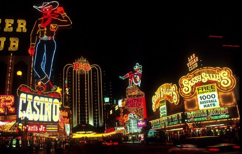 casinos in the US, concise history of gambling, gambling, gambling in Las Vegas, GamingZion.com, history of gambling in Las Vegas, Las Vegas, Las vegas mob, Mafia in Las vegas,
