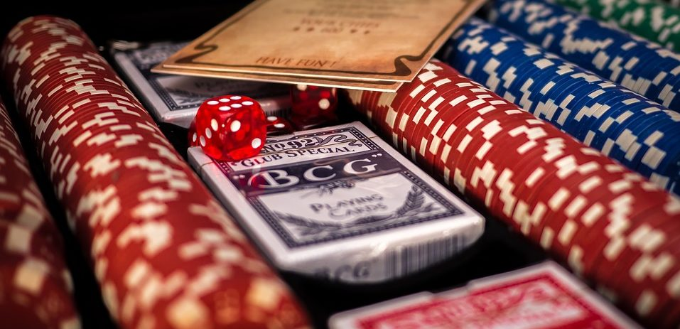 number of chips, online gambling, online gaming site, online poker, play poker online, poker chips, standard number of chips, tournament chips, World Poker Championships, what are poker chips?