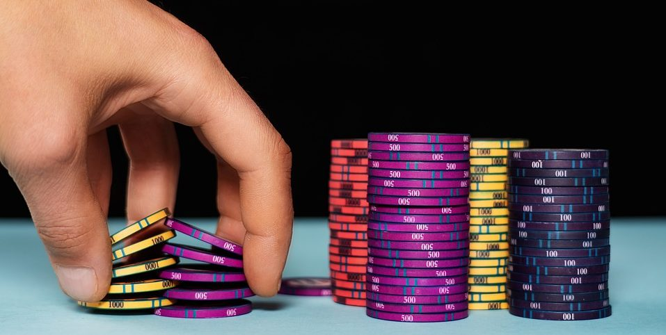 GamingZion.com, internet gambling, number of chips, online poker, play poker online, poker chips, standard number of chips, tournament chips, World Poker Championships, what are poker chips?