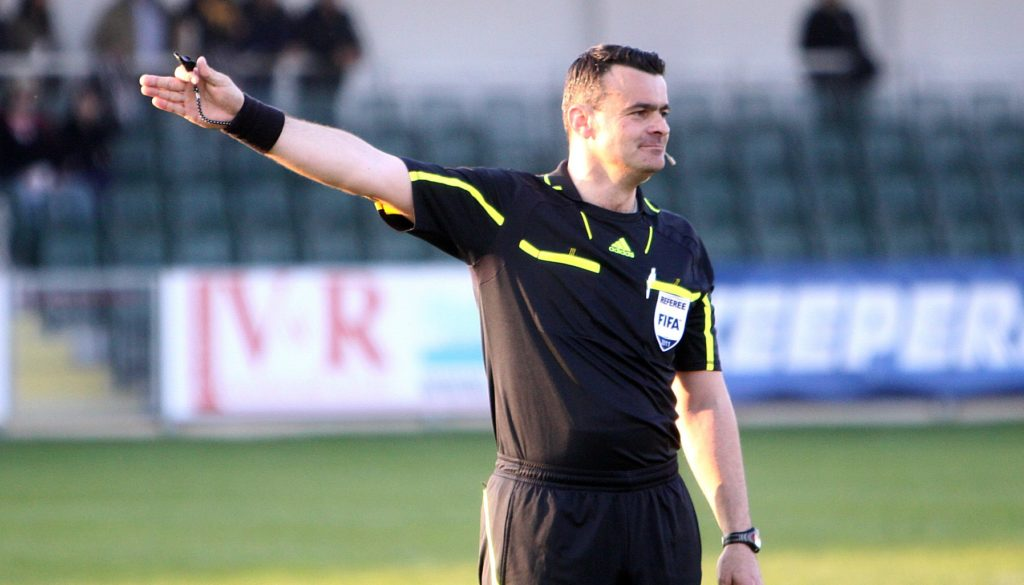 become a football referee, football official, football referee, gambling online, GamingZion.com, online gambling, online sports books, online sports books in the UK, referee, refereeing in football