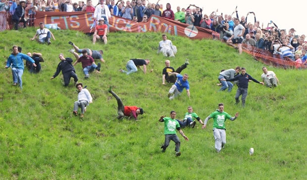 Gloucestershire Cheese Rolling, cheese rolling, Gloucestershire, Gloucestershire Cheese, gamingzion.com