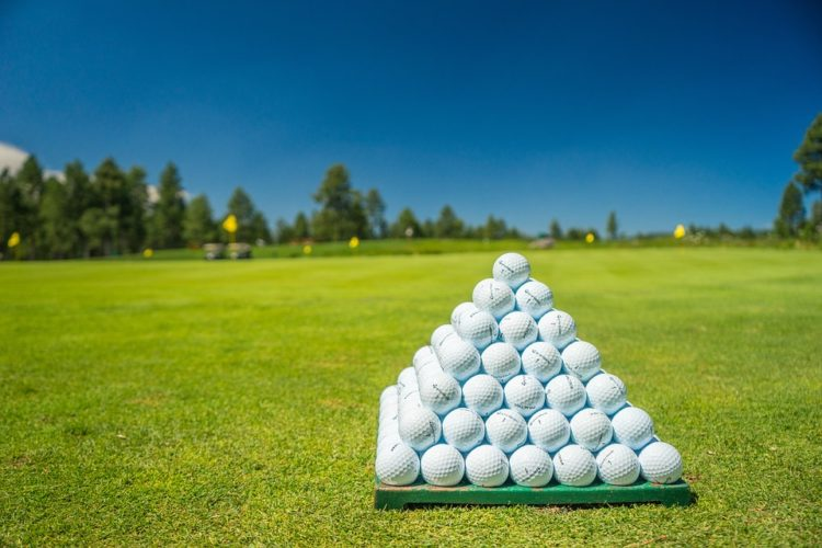 a short history of golf balls, betting on golf, GamingZion.com, golf ball manufacture, golf balls, history of golf balls, how golf balls are made, online betting, online gambling, online sports books in the UK, playing golf, short history of golf balls