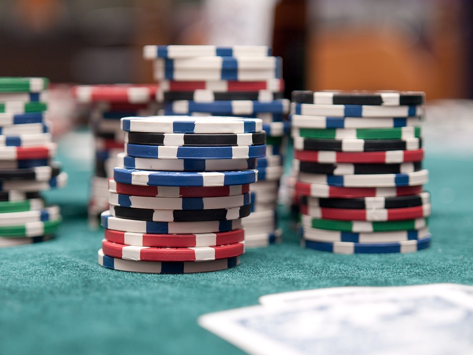 The 10 Most Annoying Behaviors at the Poker, Table poker, poker table, gamingzion.com, online casino, online poker, play poker, online betting