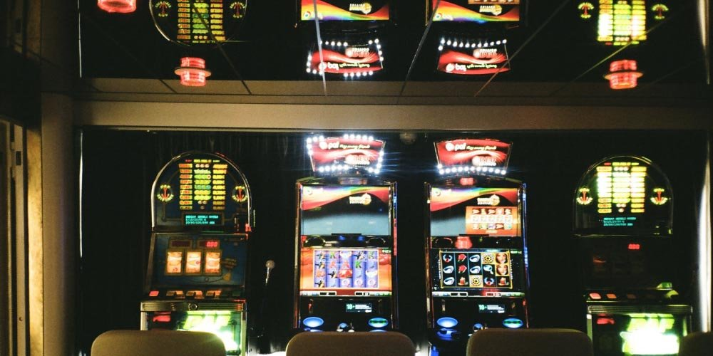 how to manipulate a slot machine, how to trick a slot machine, slot machine hacks, hacking slot machines, slot hacks, hack a slot machine, hacking slot machines, online casino sites, online gambling sites, online casinos, gamingzion, hack a casino, manipuilating casinos, trick casinos