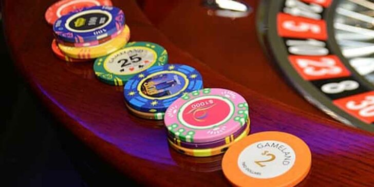What are the color value of poker chips doubledown casino